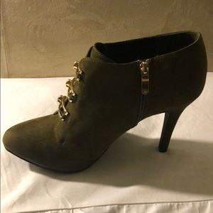 Ankle boots army green or Olive